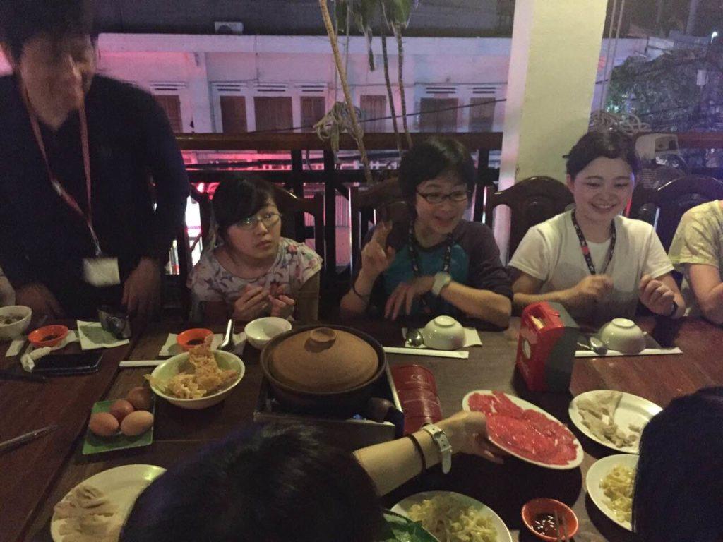 初日の夕食はカンボジア鍋。おいしい♪