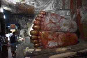 ダンブッラ石窟寺院の涅槃像