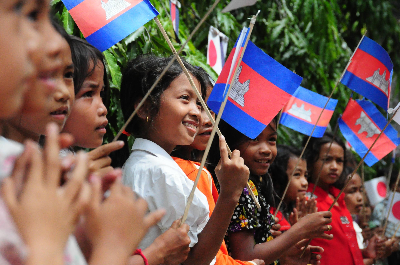 訪問を大歓迎してくれた村の子供たち