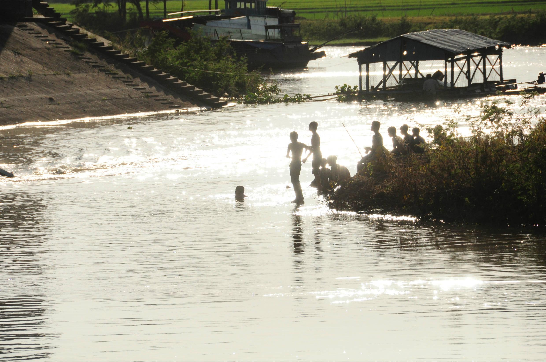 カンボジアとベトナムの国境を見学