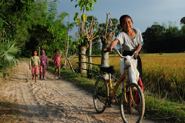 学校に通う村の子供たち