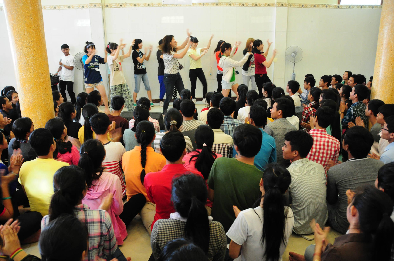 タヤマ日本語学校でも妖怪体操を披露。